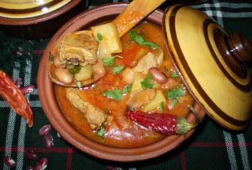 Яхния с шарен боб, свински ребра и картофи в гювеч