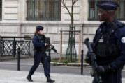 Нападaтелят на полицаи в Париж бил психически болен, избягал от клиника