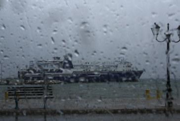 Страшна буря удари Гърция! Наводнени са пътища, спряха фериботи