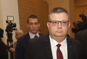 Обнародваха указа за освобождаването на Цацаров