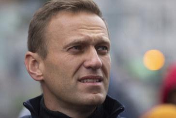 Задържаха Алексей Навални, разрязаха вратата на офиса му с трион