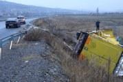 Тир излетя от магистралата край Благоевград