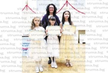 """Първо участие в международен музикален конкурс донесе бронз на малки певици от благоевградската формация """"Мая"""""""