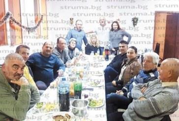 """Екскметът на село Дъбрава събра четата най-върли поддръжници, направиха """"трезв"""" анализ на изборните резултатите"""