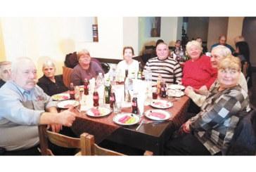 Групата от Пич махала закри кукерските банкети в Симитли на трапеза с много приятели