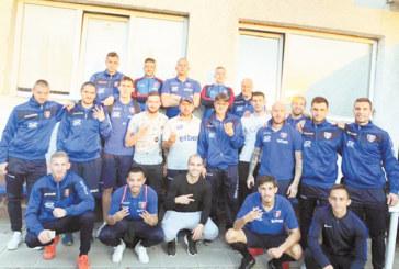 """Чистката в тима на """"Славата"""" отвя още двама – ексорлето Р. Кръстев и вратаря Сл. Петров"""