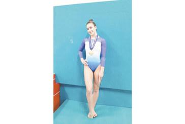 Благоевградска гимнастичка грабна 4 златни медала в Англия след нощно пътуване от 135 мили заради ангажименти в университетски оркестър