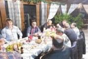 """Легенди на """"Беласица"""" вдигнаха наздравици за успешната година, теле, обещано за неслучилата се победа над """"тигрите"""" на Б. Борисов, обогати празничната им трапеза"""