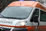 Кола се преобърна след удар в стълб край Сатовча, шофьорът ранен