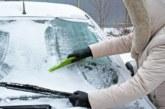 Крадци отмъкват коли, докато собствениците им ги чистят от снега