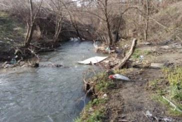 Екоинспектори провериха сигнал за изхвърляне на отпадъци в Струма