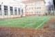 Обновеният тенис корт на благоевградското ІІІ ОУ – зелен мокет върху червената настилка, се превърна в тоалетна за кучетата от квартала