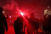 Протестиращи се опитаха да нахлуят в театър, в който е президентът Макрон