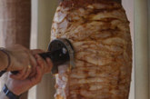 ФАЛШИВА ТРЕВОГА: Месото за дюнери у нас не се промива с белина