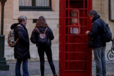 Брюксел се сбогува с Великобритания с черно такси и телефонна кабина