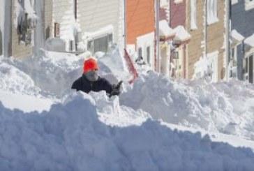 76 см сняг в Канада, армията помага на хората