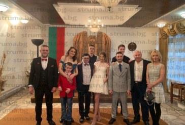 Кметът на Перник ожени бившия пиар на общината Васил Альошин, кумуваха Давид и Марина Боневи