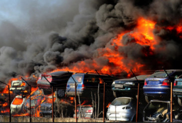 Прокуратурата разследва големия пожар в автоморга в Хасково