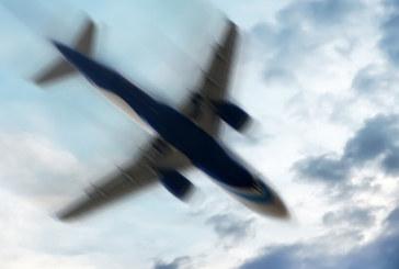Самолет кацна аварийно заради пътничка, заплашила да го взриви