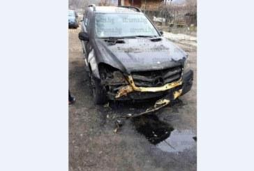 Вижте опожарения мерцедес на сина на зам. кмета на Кресна В. Стоичков-Крум