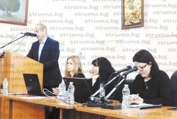 С нови таблети съветниците в Кюстендил стартираха пленарната година, кметът Петър Паунов разясни сделката за градския плаж