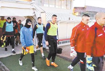 """Свещеник, фен на """"Марек"""", надъха футболистите на първата тренировка с клубната история"""