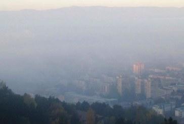 Благоевград и Перник в Топ 4 на градовете с най-мръсен въздух в деня, когато по площадите приветстваха настъпването на 2020 г.