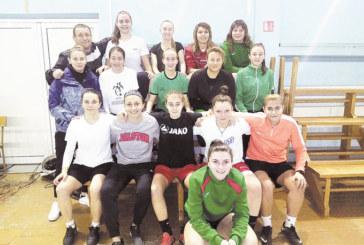 """По тъмно с тортена тренировка влязоха в новата година  дамите футболистки на """"Спортика"""""""