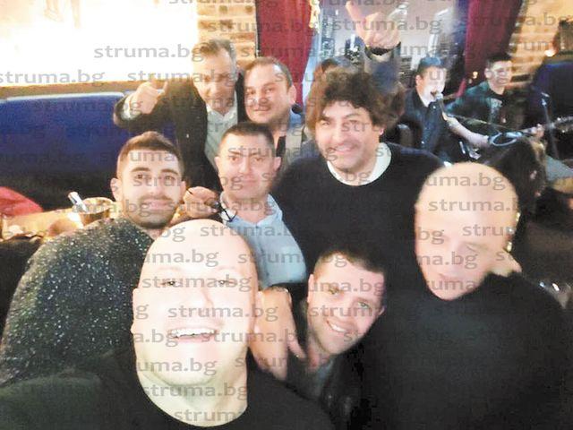 Със семейно парти и мач по водна топка след почти 6 ч. в пленарна зала общинските съветници от Благоевград направиха стъпка за сплотяване
