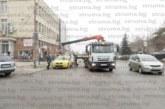 """Паяк"" вдигна две незаконни таксита в Дупница, собствениците избягаха"