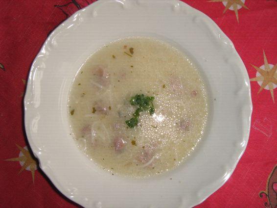 Свинска супа със зелева чорба