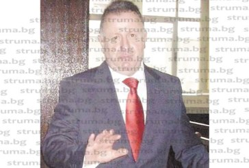 """Кметът на Якоруда Н. Кафелов освободи управителя на общинската """"Строител 2001"""", за да го прибере в кабинета на секретаря, остави фирмата за управление на дюнерджия"""