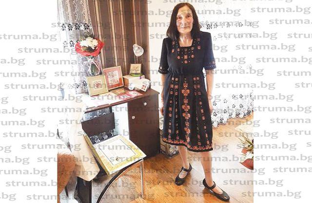 Перничанка е сред петте топвезбарки в страната, бродира автентични шевици и събира колекция за внуците