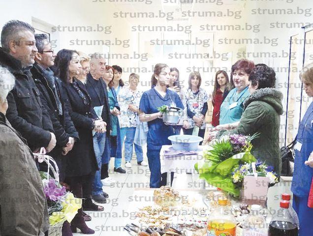 Ново родилно легло дари за Бабинден общинската структура на ГЕРБ - Благоевград на АГ отделението в МБАЛ