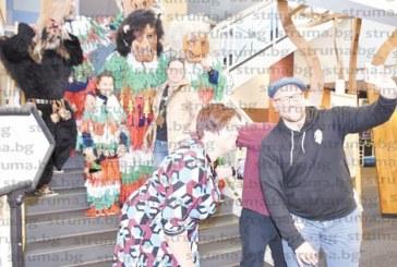 Гастарбайтери от Перник си направиха Сурва в Чикаго, 9-г. Анисия атракцията на празника