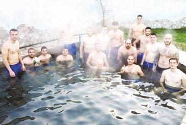 След първата победа с двама изгонени радомирският Капело отведе футболистите си за релакс на Рупите