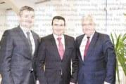 Гоцеделчевският кмет Вл. Москов поздравен от К. Добрев с виц за ЧРД