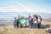 """С 5-часов поход """"Пиринските стражи"""" от гоцеделчевското III ОУ се насладиха на поляни с цъфнали минзухари насред зима"""