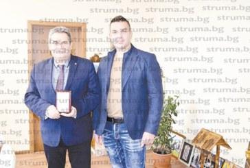 Кметът на Радомир с награда за развитие на автомобилния спорт у нас