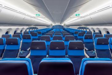 Защо повечето седалки в самолета са сини