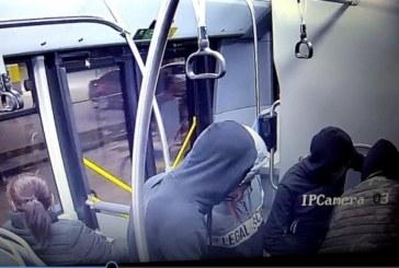Показаха нападателите на момчето в столичния автобус