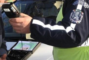 Кюстендилските полицаи задържаха почерпен шофьор, дрегерът удари…