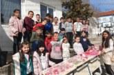 """Ученици от 1-о ОУ в Сандански откриха благотворителен базар на мартеници под надслов """"Деца помагат на деца"""""""