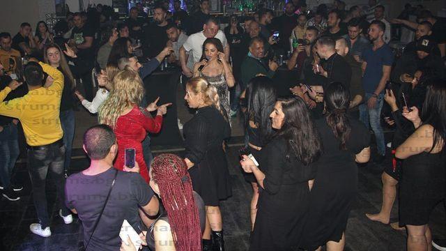 Райна разгорещи купона на българите в Нидерландия
