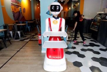 "Робот ""жена"" сервира в заведение"