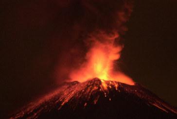 """Вулканът """"Попокатепетъл"""" изригна зрелищно"""
