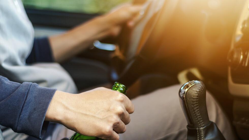 Арестуваха учителка, шофирала пияна към работа