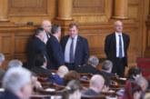 Скандал в парламента! Депутатите се изпокараха заради КРС