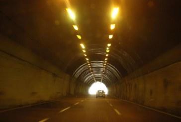 """Авария в електрозахранването в тунел """"Железница"""" усложнява движението"""