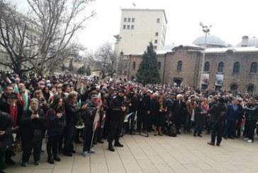 300 души на шествието заедно с президента Радев